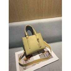 На фото 1 - Женская кожаная сумка тоут, цвет светло-жёлтый