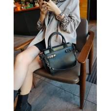 На фото 1 - Кожаная женская сумка-портфель, цвет чёрный