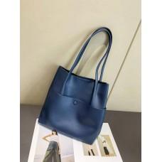 На фото 1 - Женский кожаный шопер, цвет синий