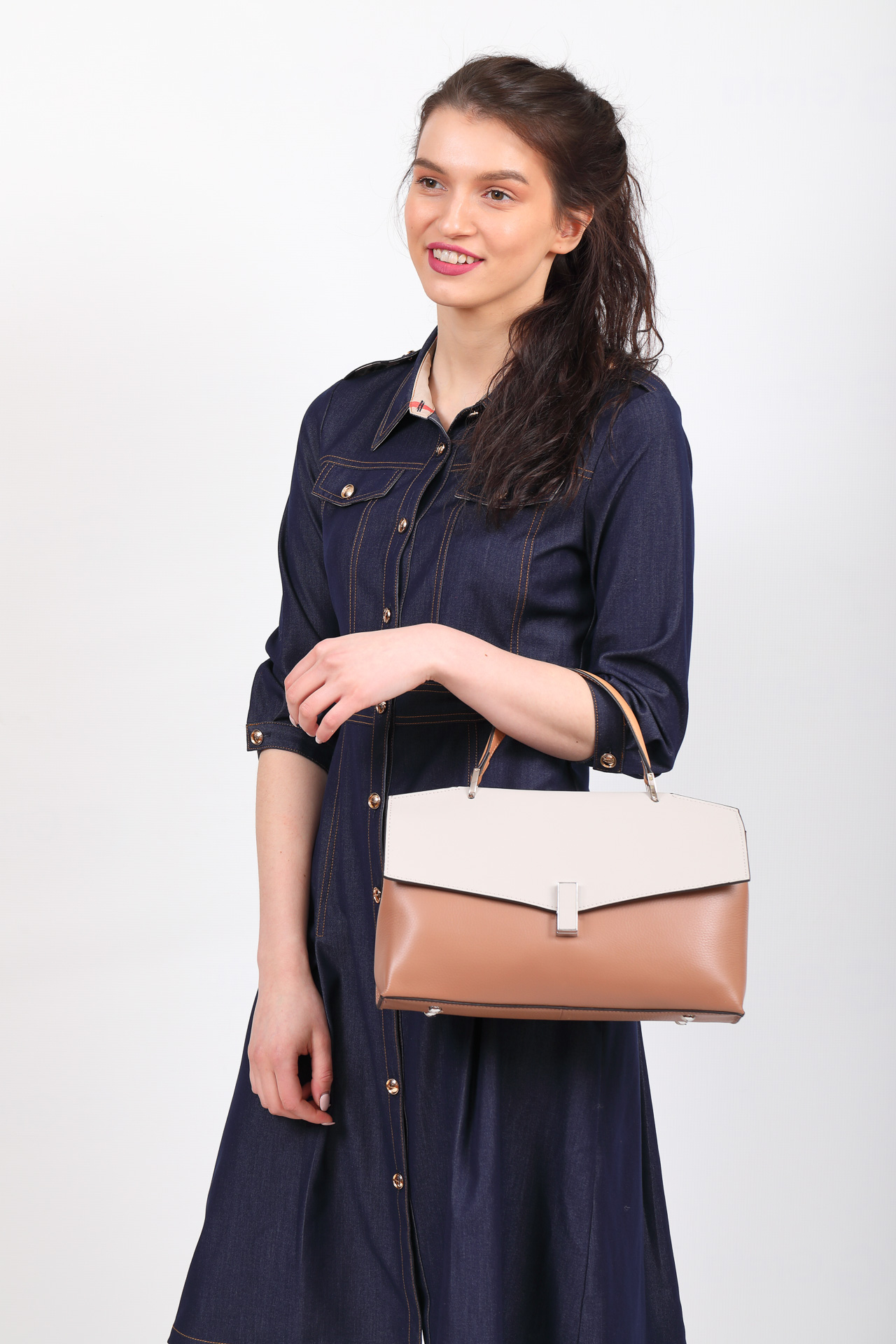 На фото 5 - Женская сумка портфель из натуральной кожи, цвет пудра