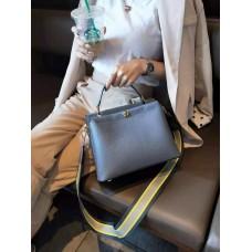На фото 1 - Женская кожаная сумка-портфель, цвет синий