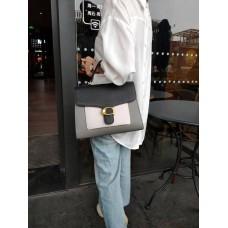 На фото 1 - Женская сумка-портфель из фактурной натуральной кожи, цвет серый с чёрным и белым