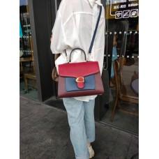 На фото 1 - Женская сумка-портфель из фактурной натуральной кожи, цвет бордовый с красным и синим