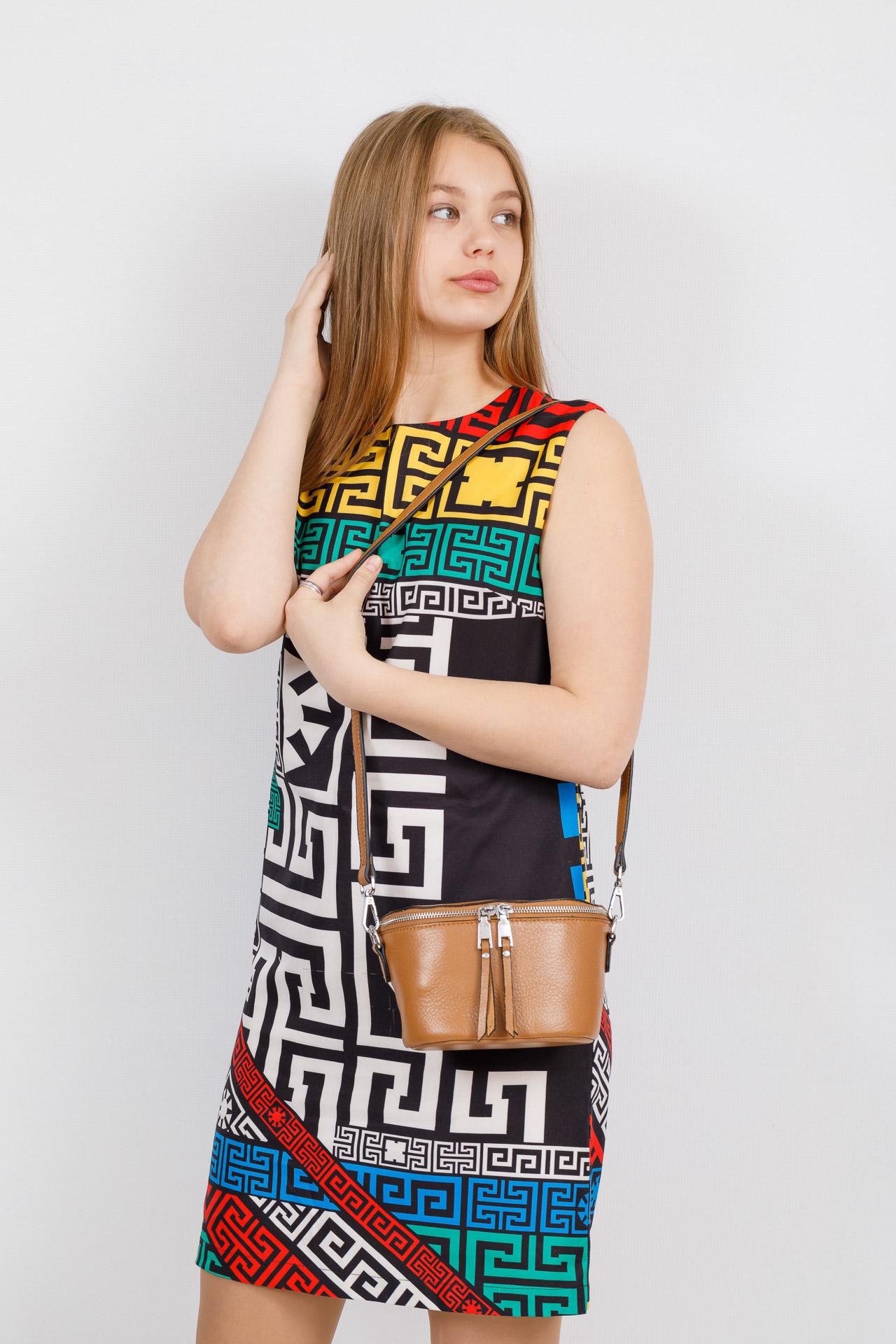 На фото 4 - Модная сумка-ведерко из натуральной кожи, цвет бежевый