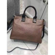 На фото 1 - Женская сумка через плечо из фактурной натуральной кожи, цвет коричневый