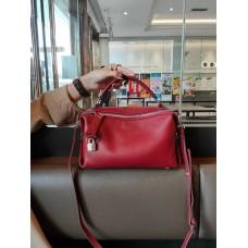 На фото 1 - Женская сумка кросс-боди  из натуральной кожи, цвет красный