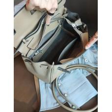 На фото 1 - Кожаная женская сумка-портфель, цвет молочный