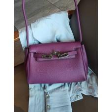 На фото 1 - Кожаная женская сумка-портфель, цвет баклажановый