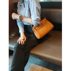 На фото 1 - Кожаная женская сумка-портфель, цвет рыжий