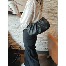 На фото 1 - Женская сумка-седло из натуральной кожи, цвет чёрный