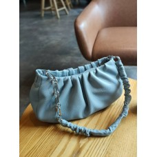 На фото 1 - Женская сумка-седло из натуральной кожи, цвет голубой