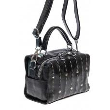 На фото 1 - Чёрная женская сумка из экокожи с металлическим декором