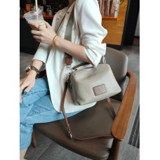 На фото 1 - Женская сумка кросс-боди из натуральной кожи, цвет бежевый+рыжий