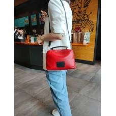 На фото 1 - Женская сумка кросс-боди из натуральной кожи, цвет красный+черный