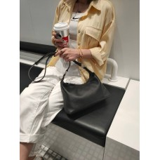 На фото 1 - Женская кросс-боди из фактурной натуральной кожи, цвет чёрный