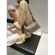 На фото 1 - Женская кросс-боди из фактурной натуральной кожи, цвет бежевый
