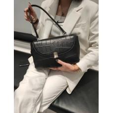 На фото 1 - Женская сумка-трапеция из  из натуральной кожи, цвет черный