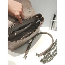 На фото 1 - Женская сумка-трапеция из  из натуральной кожи, цвет бежевый