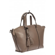 На фото 1 - Небольшая сумка-трапеция из натуральной кожи с подвеской-кисточкой, цвет серый