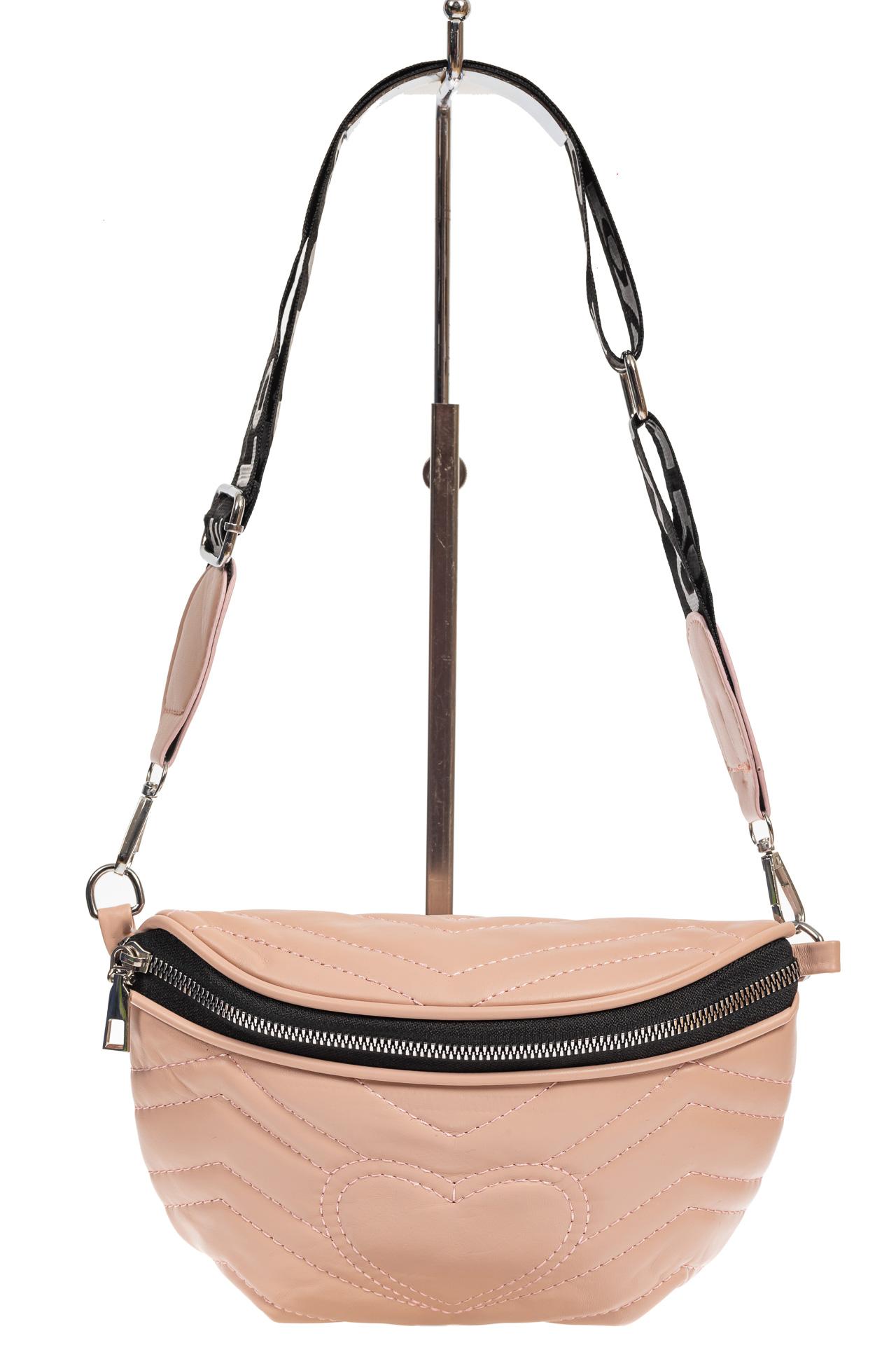 На фото 2 - Женская сумка-бананка из мягкой искусственной кожи, цвет розовый