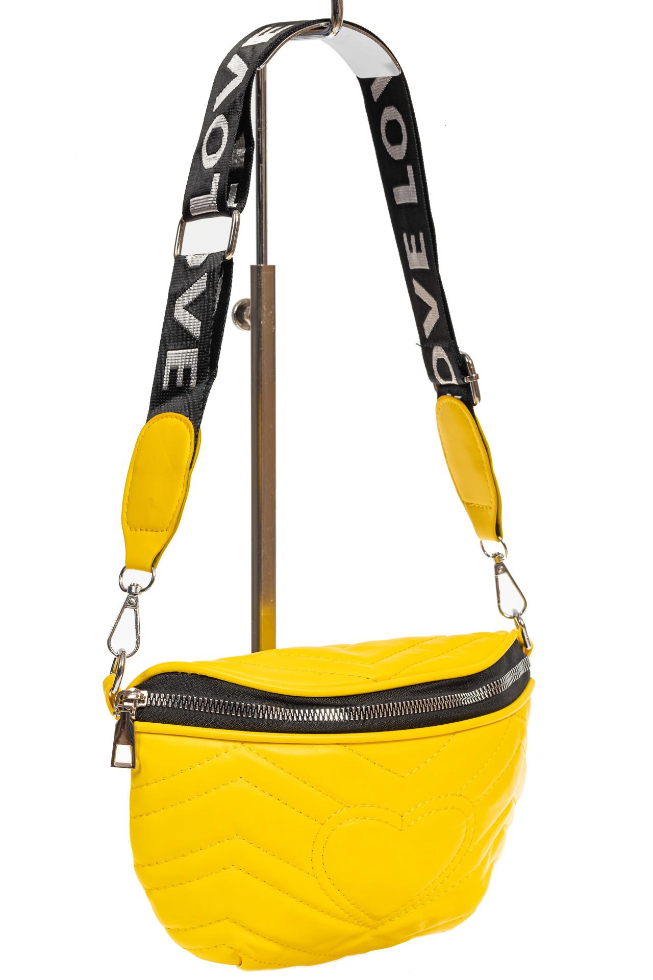 На фото 1 - Женская сумка-бананка из мягкой искусственной кожи, цвет жёлтый