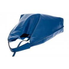На фото 4 - Большая сумка хобо из натуральной кожи голубого цвета