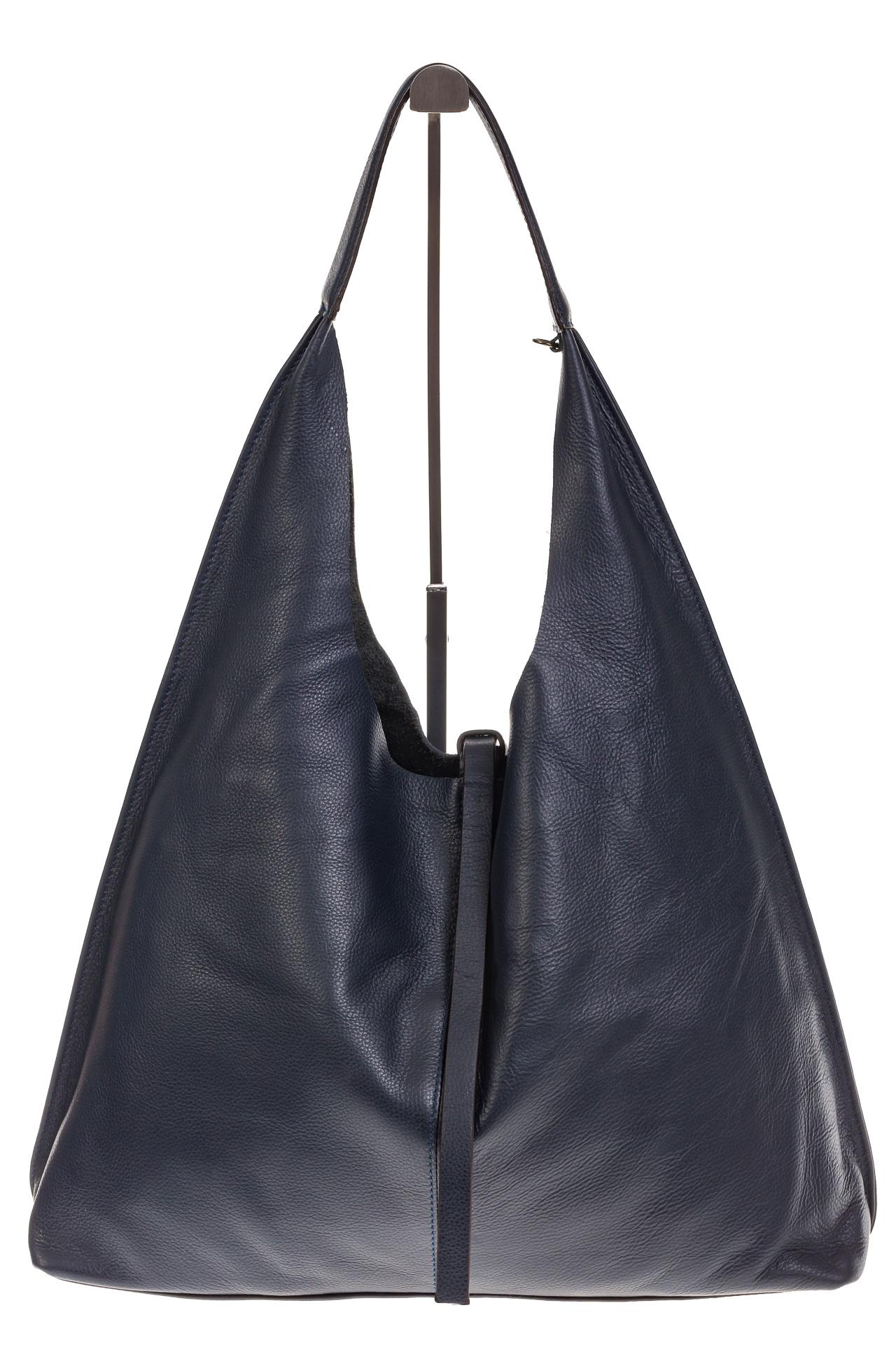 На фото 2 - Большая сумка хобо из натуральной кожи синего цвета