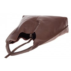 На фото 4 - Большая сумка хобо из натуральной кожи коричневого цвета