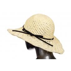 На фото 1 - Летняя шляпка с ажурным плетением молочного цвета и чёрным бантом