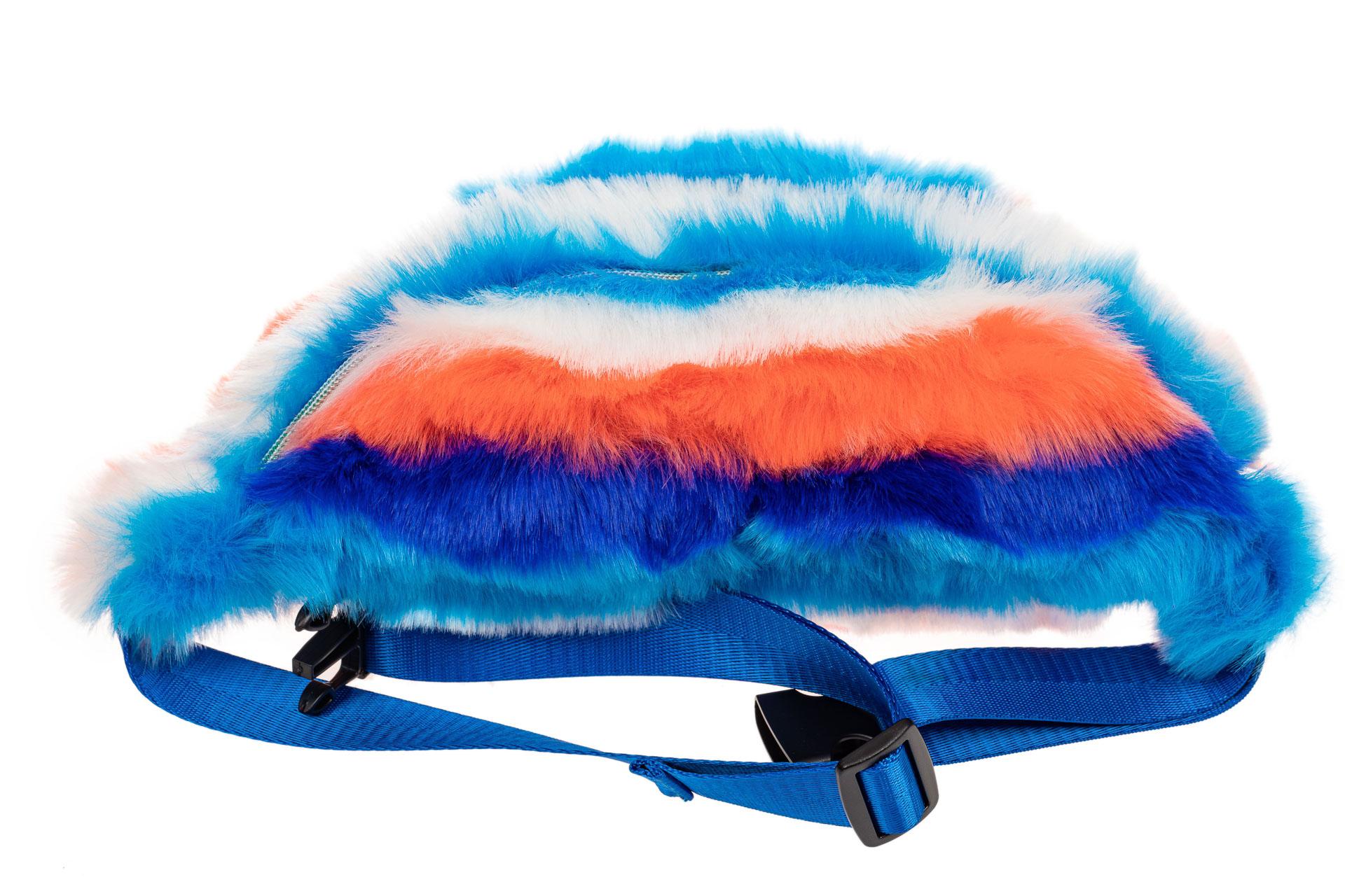 На фото 4 - Поясная женская сумка из искусственного меха, цвет сине-голубой