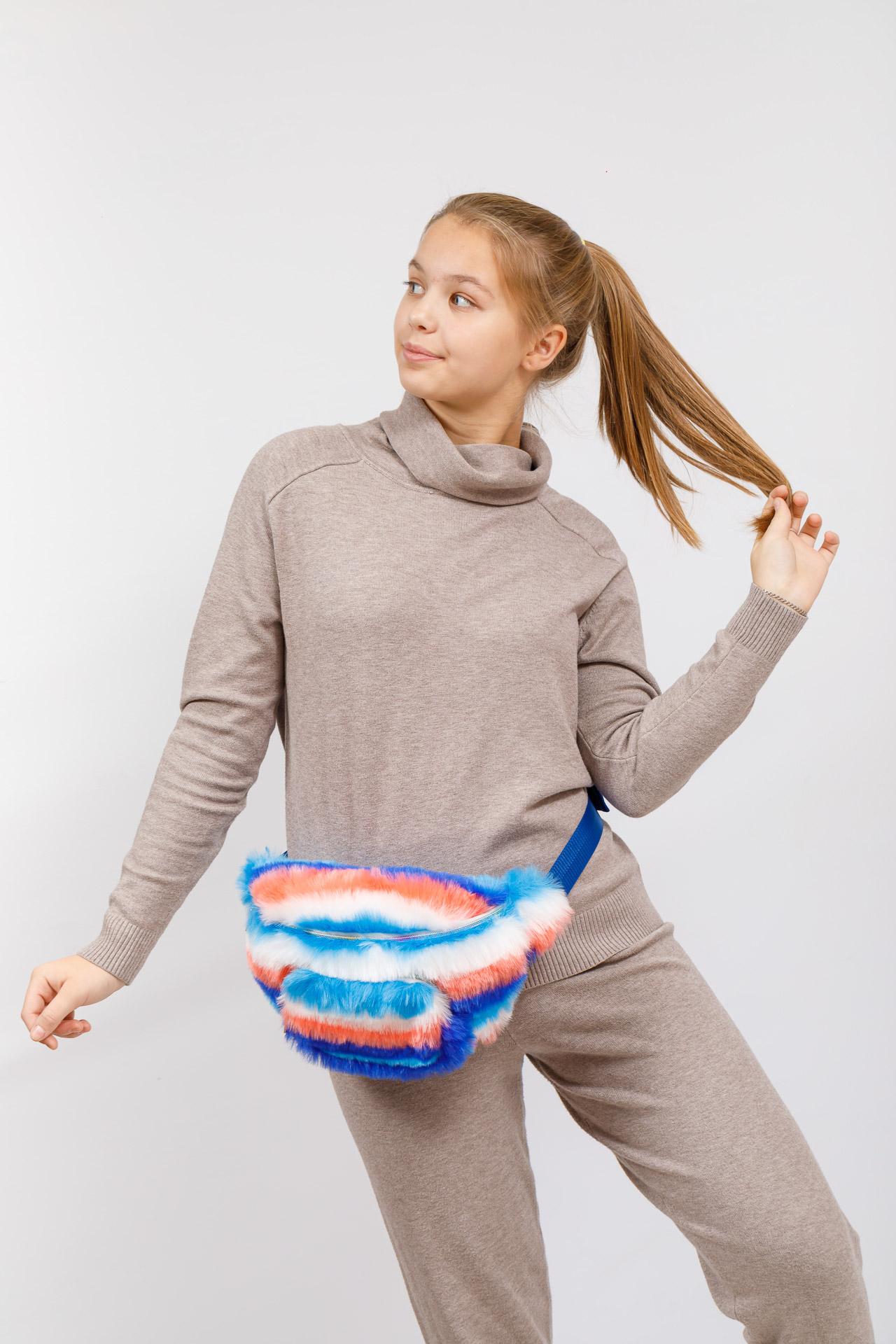 На фото 5 - Поясная женская сумка из искусственного меха, цвет сине-голубой