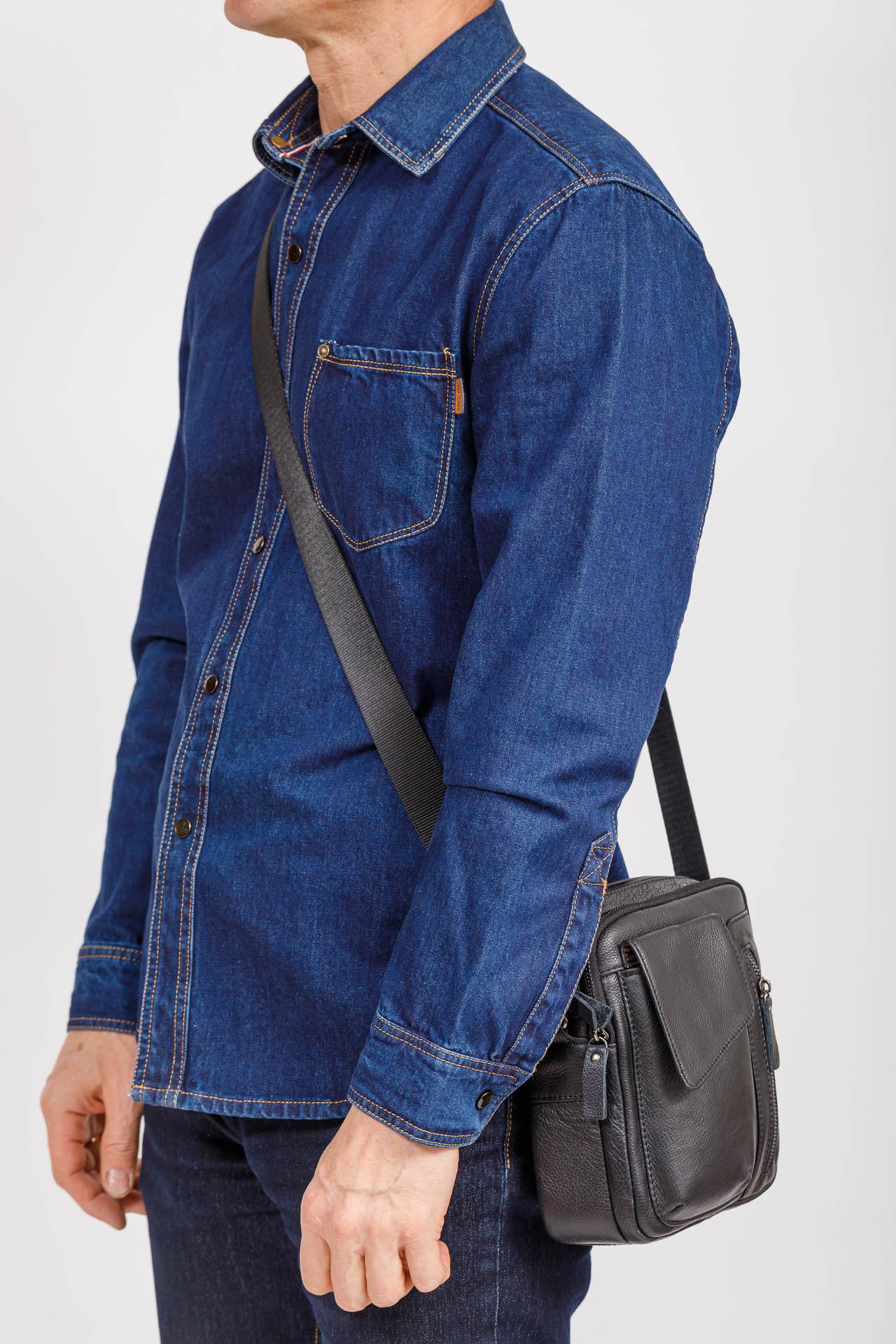 На фото 4 - Маленькая мужская сумка из кожи, цвет черный