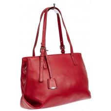 На фото 1 - Женская сумка тоут из натуральной кожи с декоративной подвеской, красная