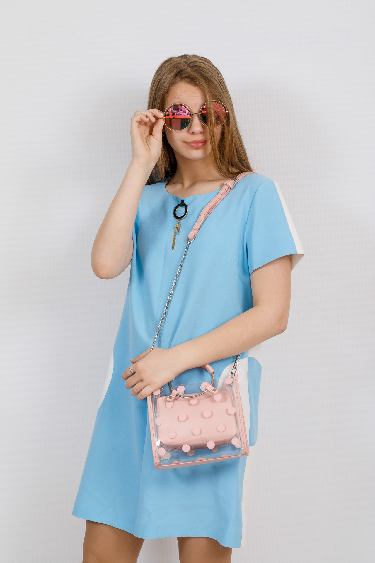 На фото 4 - Ring-bag из винила и эко-кожи, цвет розовый