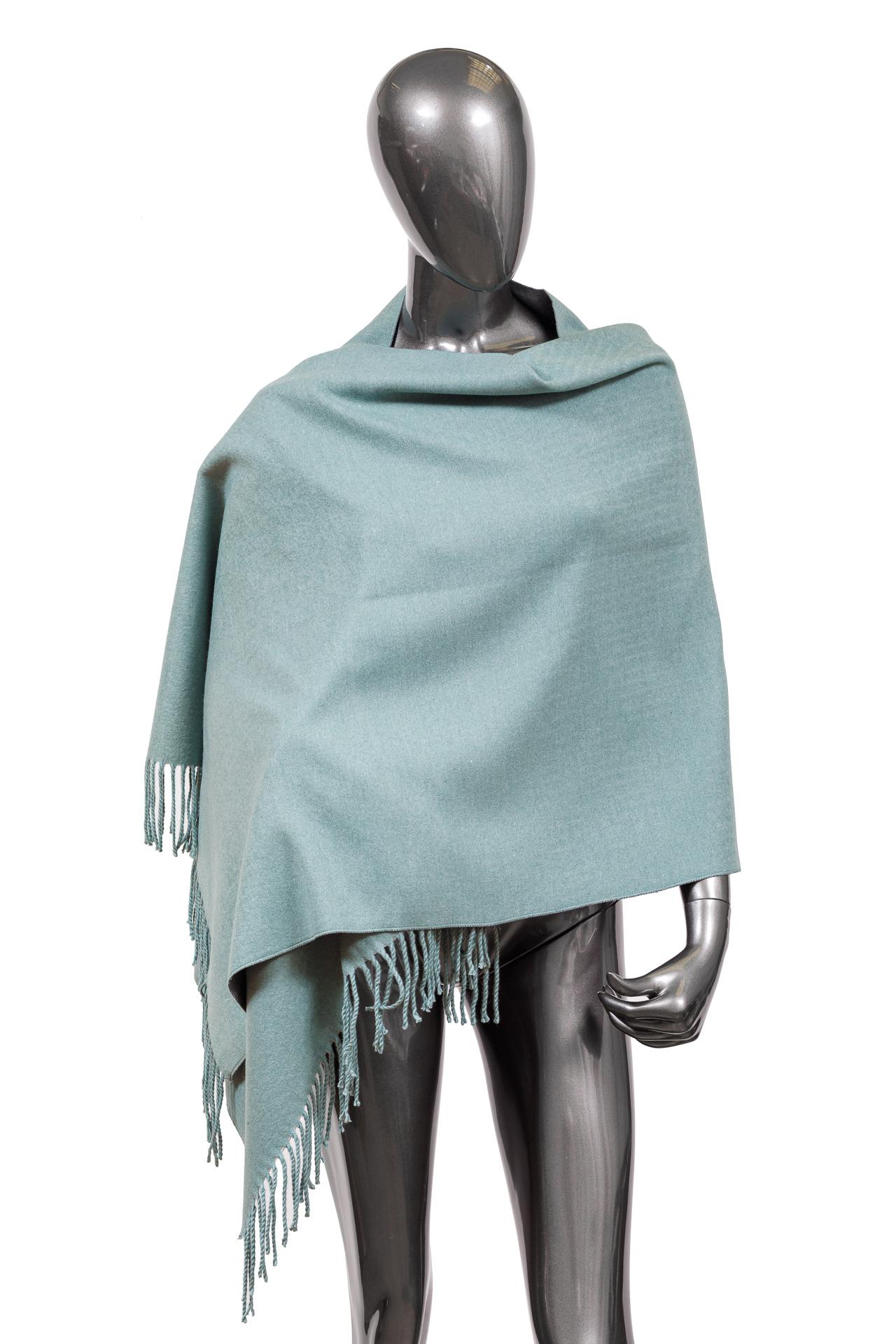 На фото 1 - Зимний шарф-палантин из кашемира, цвет голубой