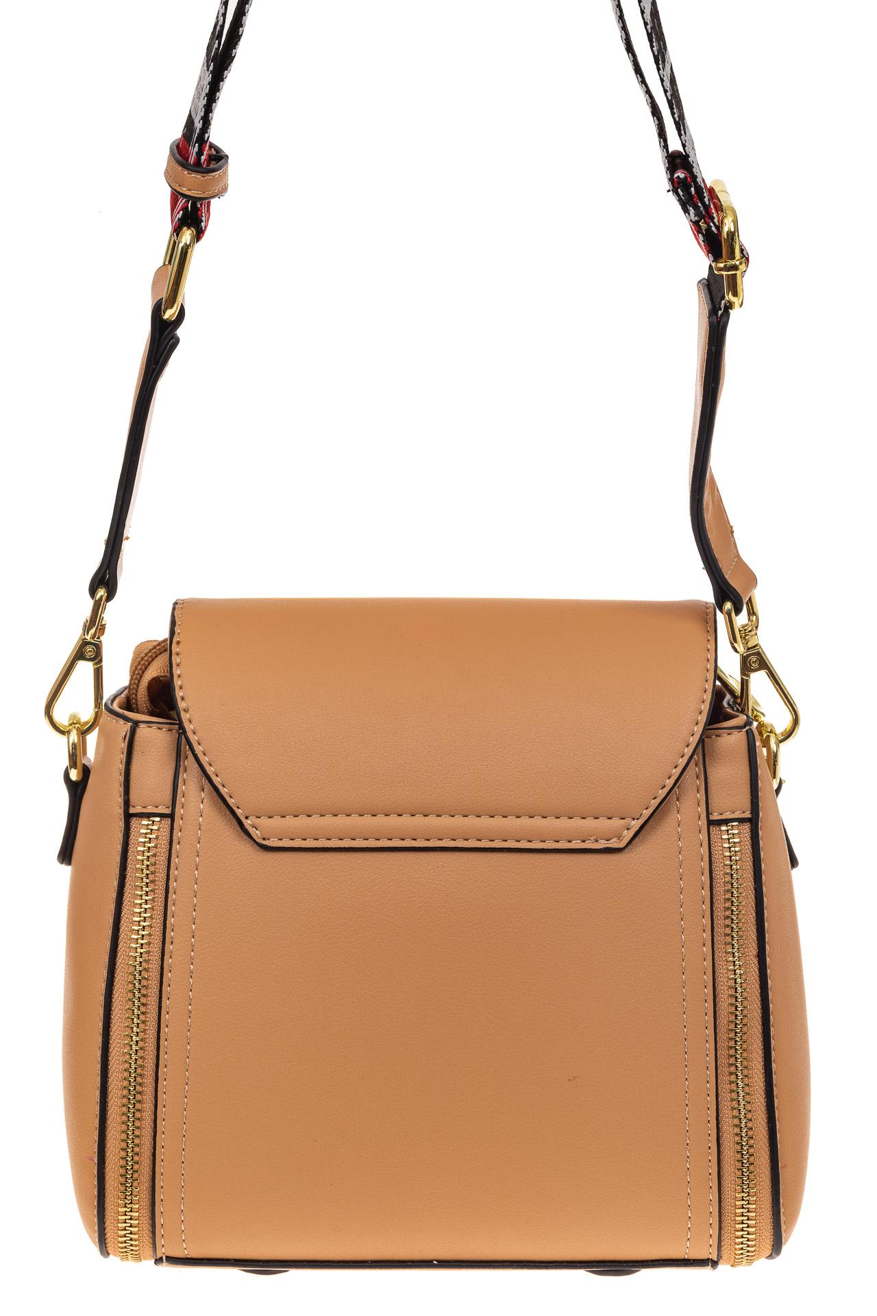 На фото 2 - Наплечная сумка из искусственной кожи с эффектным замком, цвет бежевый