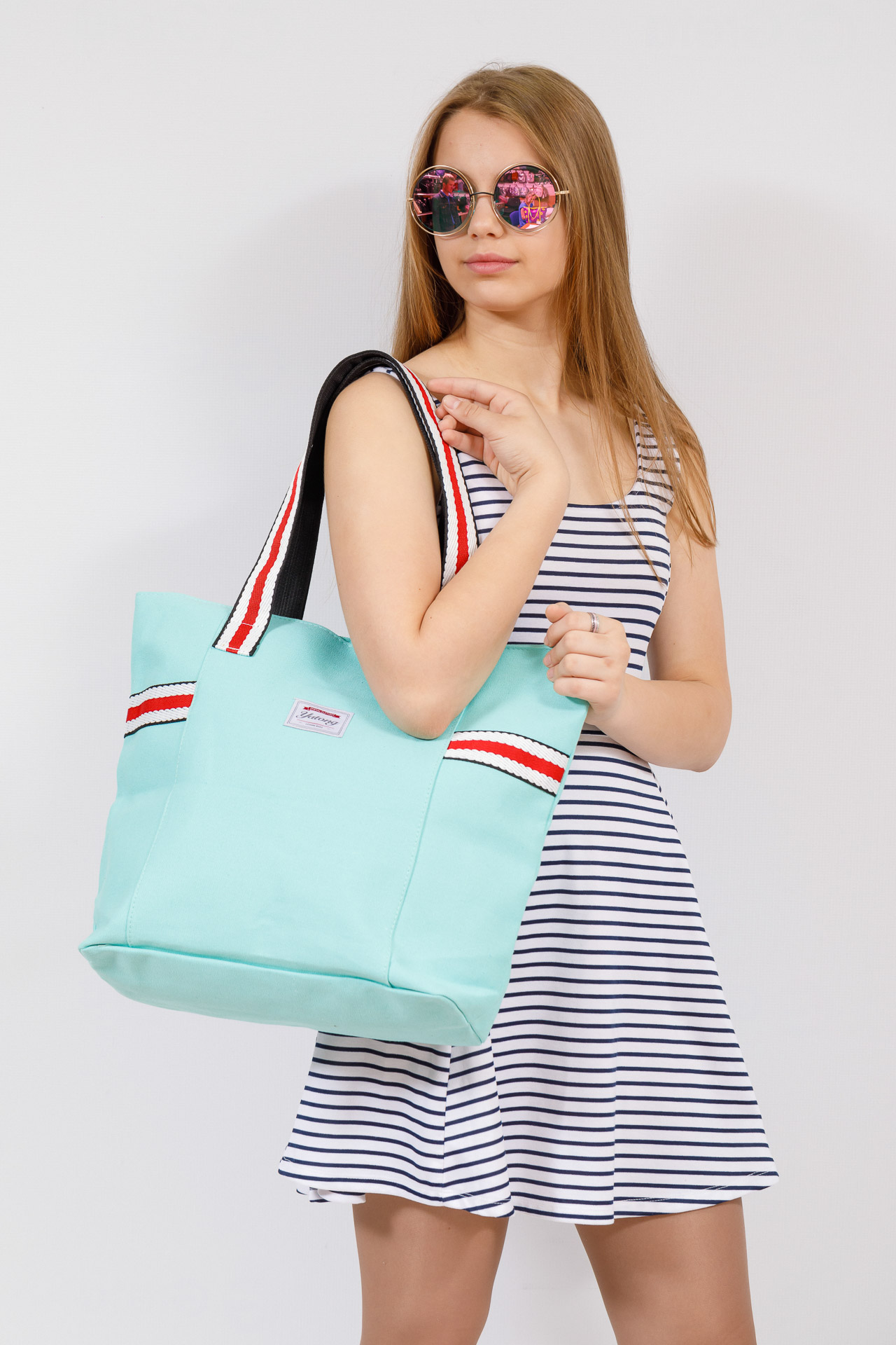 На фото 4 - Большая пляжная сумка из текстиля, цвет мята