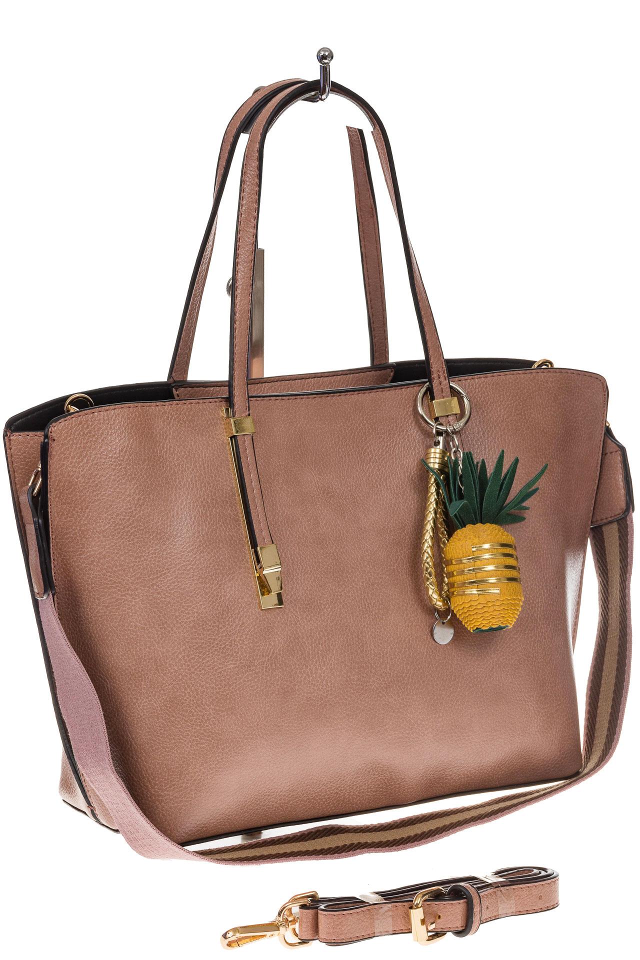 На фото 1 - Модный шоппер из искусственной кожи, цвет розовый