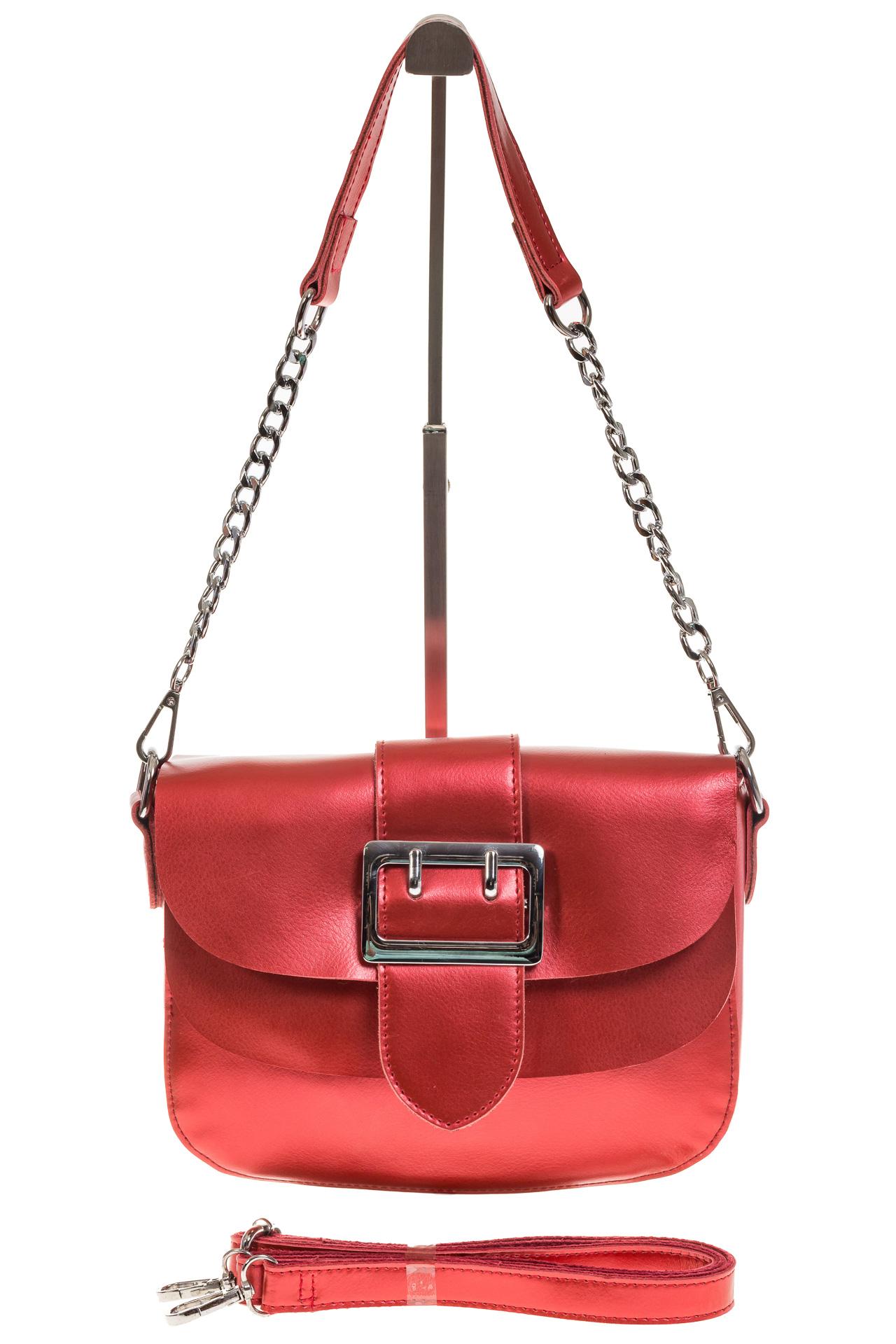 На фото 2 - Блестящая красная кросс-боди из натуральной кожи