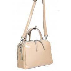 На фото 1 - Лаковая женская сумочка из натуральной кожи, цвет пудровый