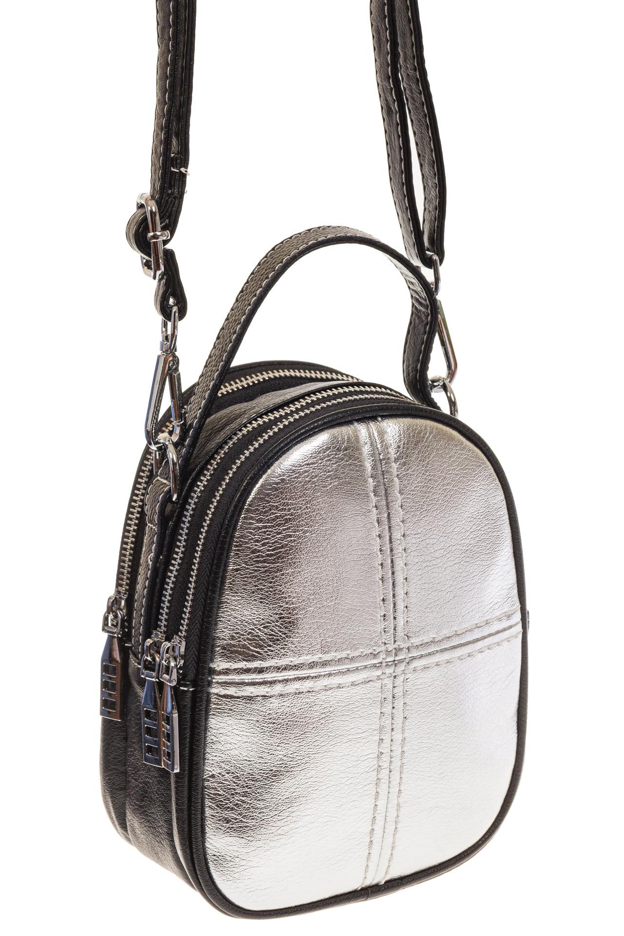 На фото 1 - Маленькая сумочка из серебристой искусственной кожи