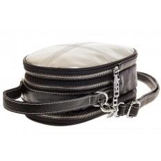 На фото 4 - Маленькая сумочка из серебристой искусственной кожи