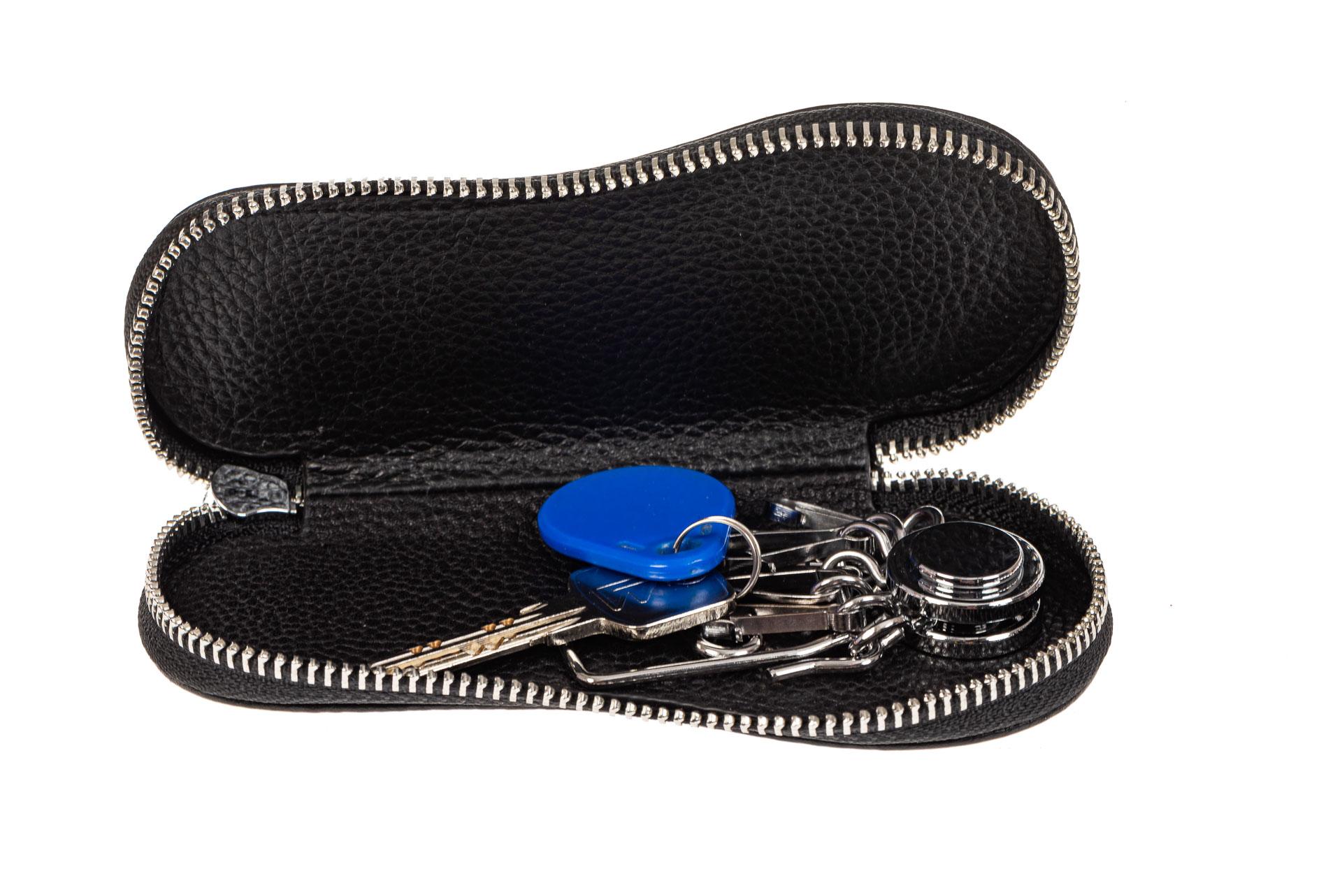 На фото 2 - Ключница для мужчин из натуральной кожи, цвет черный