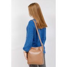 На фото 5 - Женская сумка-пакет из натуральной кожи, цвет бежевый