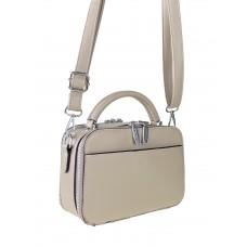На фото 1 - Женская сумочка из гладкой экокожи с жёстким каркасом, цвет бежевый