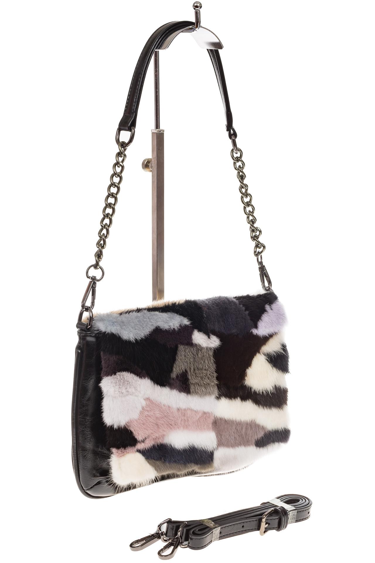 На фото 1 - Женская сумка flap из натурального меха, серый мультицвет