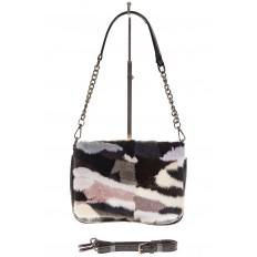 На фото 2 - Женская сумка flap из натурального меха, серый мультицвет