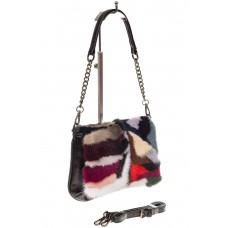 На фото 1 - Женская сумка flap из натурального меха, малиновый мультицвет