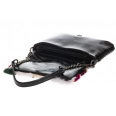 На фото 4 - Женская сумка flap из натурального меха, малиновый мультицвет