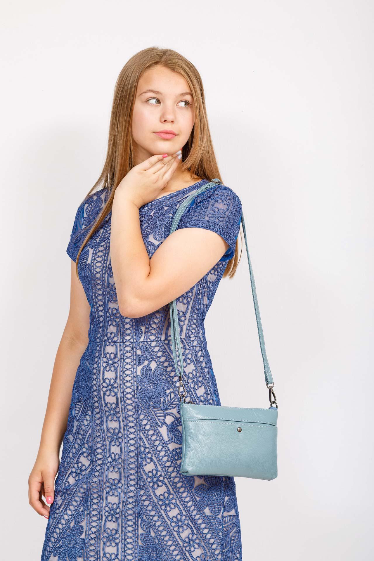 На фото 4 - Женский клатч из натуральной кожи, цвет голубой